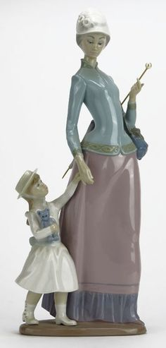 LLADRO LADY WITH GIRL NO. 1353 : Lot 66