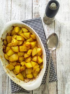 Divine roasted potatoes with curry and onions! Crisp from the outside and soft from the inside. The perfect dish! You won't stop eating :-)  #OMGbakedpotatoes #vegandishes #curry #potatoes #sidedish