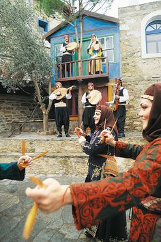 Greek Traditional Dress, Traditional Outfits, Folk Dance, Dance Music, Greek Dancing, Dance Costumes, Greek Costumes, Folk Clothing, The Turk