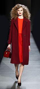 ABRIGOS | ¿Y si en vez de un abrigo rosa apostásemos por uno burdeos? | Marc Jacobs Intl | NET-A-PORTER.COM | http://hungerforstyle.blogspot.com.es/2013/10/este-abrigo-es-una-golosina.html