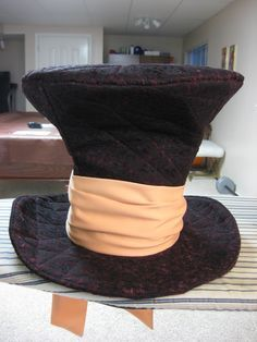This is the best mad hatter pattern i've come across - Craft with Confidence: The Mad Hatter Hat Tutorial Halloween Alice In Wonderland, Wonderland Costumes, Alice In Wonderland Tea Party, Mad Hatter Top Hat, Mad Hatter Tea, Madd Hatter, Shrek Costume, Hat Tutorial, Diy Costumes
