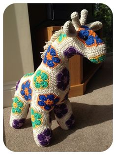 Free Knitting Crochet African Flower Giraffe Pattern - Crochet Animal, Crochet Giraffe, Room Decor