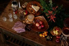〚 Fabulous holiday cottage in the woods by Zara Home 〛 ◾ Photos ◾Ideas◾ Design Zara Home, Gold Christmas, Country Christmas, Xmas, West Elm, Christmas Decorations, Table Decorations, Holiday Decor, Pottery Barn