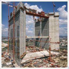 Les travaux de la Grande Arche le 1er mai 1987. ©Bouygues Construction, Pascal Cornier