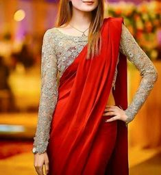 As the wedding season is going on, plain sarees are in trend nowadays, get the Blouse Designs To Wear With Plain Sarees and look simple and elegant. Trendy Sarees, Stylish Sarees, Fancy Sarees, Stylish Dresses, Sari Blouse Designs, Fancy Blouse Designs, Blouse Patterns, Saree Jacket Designs Latest, Skirt Patterns