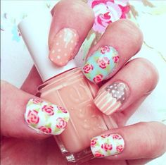 Floral nails <3!!!