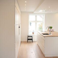 Tolle minimalistische Küche mit grifflosen Fronten! Interior123 Official @interior123 Instagram photos | Websta
