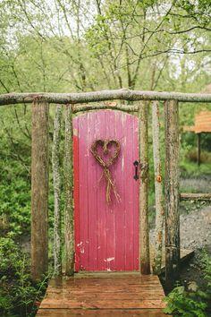 Rustic ceremony door | Paula O'Hara