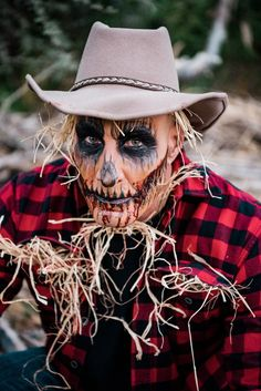 5 Epic Makeup Looks to Inspire Your Halloween Costume - Love Inc. Diy Halloween Scarecrow, Mens Halloween Makeup, Cute Couple Halloween Costumes, Halloween Looks, Scarecrow Face Paint, Amazing Halloween Makeup, Halloween Party, Fantasias Halloween, Maquillage Halloween