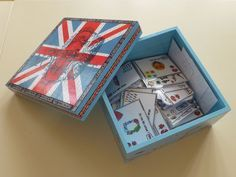 Question box - Stylo rouge et crayon gris