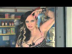 'Run a way' by Davidelfin, iniciativa promovida por Mercedes, clasificable como un Corto o un Videoclip o un Spot larguísimo o un Freakshow para Fashion Week Madrid, ... ¡¡un escándalo!!