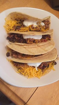21 day fix approved!! Turkey & black bean tacos 1lb ground turkey 1 can black beans 1 cup salsa Corn tortillas Plain Greek yogurt Shredded cheese - Brown turkey, add in black beans and salsa and heat to temperature.  Spoon meat into corn tortillas Top with cheese and Greek yogurt For 2 tacos count 1 1/2 red, 1 yellow, 1/2 blue