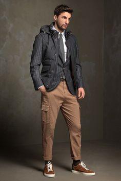Homem com suspensórios e calças cinzentas | Foto Premium
