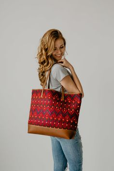 Trend alert: The Leather Woven Tote. A bag as unique as you are. Leather Weaving, Hand Weaving, Brown Leather, Textiles, Pairs, Shoulder Bag, Tote Bag, Unique, Clothes