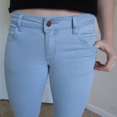 NEW F21 Lightwash Skinny Jeans never been worn lightwash forever 21 skinny jeans !! ☁️ these are super cute and comfortable, because they're super stretchy ☄ they go well with almost anything, and would be a great buy  Forever 21 Jeans Skinny