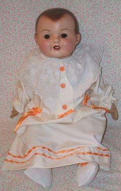 Muñeco antiguo español con la cabeza de pasta y el cuerpo de ropa de los años 40. Spanish antique doll head ceramic body and clothes of the 40s and original glass eyes.