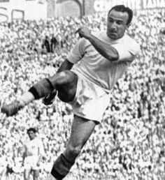 Amedeo Amadei (Frascati, 26 July 1921) – A legend, but much more than that. Amedeo Amadei, if possible, represents a distinctive trait in the Roma identity. Statistics tell of eleven seasons in the capital, 100 goals plus a further 16 in the wartime championships, 234 official total appearances, one Scudetto and two records.