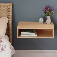 9 space saving diy floating nightstand ideas for your bedroom Wood Home Decor, Home Decor Kitchen, Cheap Home Decor, Home Living Room, Living Spaces, Garage Boden, Bedroom Night, Bedroom Bed, Kids Bedroom