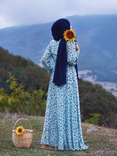 The particular scarf is the most essential bit inside clothing of ladies by using hijab. Stylish Hijab, Modest Fashion Hijab, Muslim Fashion, Dress Fashion, Hijabi Girl, Girl Hijab, Hijab Hipster, Hijab Wedding Dresses, Dresses Dresses