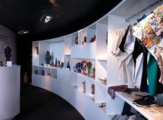 Interior de tienda iidart | Diseño de interiorismo por nuestros amigos de Plataforma de Arquitectura