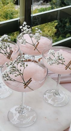 Fancy Drinks, Cocktail Drinks, Yummy Drinks, Alcoholic Drinks, Beverages, Wedding Cocktail Hour, Drinks Wedding, Pink Cocktails, Cocktail Ideas