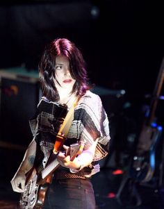 Sharon Van Etten Guitar Girl, Female Guitarist, Indie Pop, Music People, Alternative Girls, Music Is Life, Music Bands, Punk, Singer