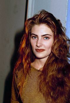 madeleine-ferguson Pretty People, Beautiful People, Cheryl Blossom Riverdale, Madchen Amick, 90s Hairstyles, Famous Girls, Brunette Hair, Timeless Beauty, Curly Hair Styles