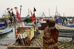 Für uns ging es hoch hinaus in den Norden von Rügen, in den Hafenort Sassnitz. Wir residierten hoch über dem kleinem Hafen im alten Lotsenturm mit Blick auf die Mole und den Schiffsverkehr. So hatten wir den perfekten Ausblick auf die Hafenatmosphäre mit Fischerbooten und…. www.welt-sehenerleben.de #Rügen #Sassnitz #Ostsee #Reisen #Urlaub