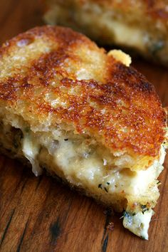 Grilled cheese goodness - with shallots and thyme