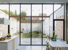 be/projecten/stadswoning-met-industriele-erfenis - Va Loan Patio Interior, Interior And Exterior, Home Renovation Loan, Narrow House, Home Improvement Loans, House Extensions, My Dream Home, Home Deco, Future House