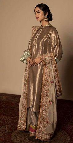 Pakistani Fashion Party Wear, Pakistani Wedding Outfits, Pakistani Dresses Casual, Pakistani Dress Design, Bridal Outfits, Indian Fashion, Pakistani Bridal Wear, Men Fashion, Fashion Tips