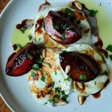 Buffalo Mozzarella with Balsamic Glazed Plums, Pine Nuts and Mint by Brita won the Grand Prize in the Whole Foods Market Summer Contest by esmeralda Plum Recipes, Great Recipes, Whole Food Recipes, Favorite Recipes, Popular Recipes, Buffalo Mozzarella, Fresh Mozzarella, Mozzarella Salad, Caprese Salad