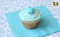 cute whale cupcake using a jordan almond and 2 jelly bellies.  wish I had this idea a few months ago!!!