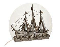 """BORDLAMPE  Art Deco. Motiv av """"Fram"""". 1900-tallets første halvdel. Hvittmetall og frostet glass. HØYDE 34,00 CMLENGDE 41,00 CM"""