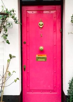Bright pink door along with bright white walls, gorgeous! Notting Hill is stunning. For a taste of Notting Hill, check out this video! I'm sharing my list of favorite sights and bites. Comment below with your favorite Notting Hill spots!  #nottinghill #thingstodoinengland #thingstodoinnottinghill #doors #coloreddoors #travelguide #englandtravelguide #traveltips #foodguide #whattotoinnottinghill #englandvacation #england #travel #pinkdoor