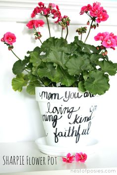 Make a personalized flower pot for Mom! via Nest of Poises Sharpie flowepot Mother And Father, Mother Day Gifts, Clay Pot Crafts, Fathers Day Crafts, Holiday Crafts, Flower Pots, Diy Gifts, Craft Projects, Sharpie Projects