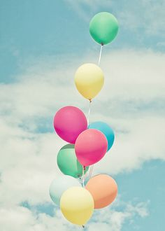 pastel rainbow balloons in the sky What's My Favorite Color, Photo Deco, Bubble Balloons, Pastel Balloons, Colourful Balloons, Bubbles, Glitter Balloons, Rainbow Balloons, Colorful