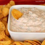 Super Easy Sour Cream Mexican Dip - Perfect for parties and last minute guests! Sub sour cream for Greek Yogurt! Mexican Sour Cream, Mexican Dips, Sour Cream Dip, Mexican Cheese, Mexican Easy, Appetizer Dips, Yummy Appetizers, Appetizer Recipes, Mexican Appetizers Easy