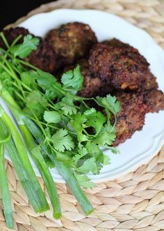 This is Shfta, a Kurdish meat patties that is popular all throughout Kurdistan and in Kurdish homes around the world. It is perfect pic. Indian Food Recipes, Beef Recipes, Cooking Recipes, Healthy Recipes, Ethnic Recipes, Arabic Recipes, Kurdish Food, Middle Eastern Recipes, Beef Dishes