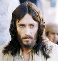 English actor Robert Powell as Jesus Christ in the TV miniseries 'Jesus Of Nazareth', directed by Franco Zeffirelli, Get premium, high resolution news photos at Getty Images Jesus Face, God Jesus, Jesus Movie, Sainte Therese, Bibel Journal, Jesus Loves Us, Jesus Pictures, Virgin Mary, Christian Faith