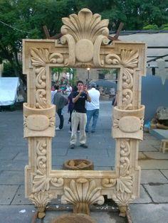 #Guadalajara #FiestasDeOctubre Espejo con marco tallado de cantera.
