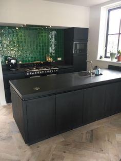 Green Kitchen, New Kitchen, Kitchen Dining, Kitchen Decor, Devol Kitchens, Black Kitchens, Home Kitchens, Interior Design Living Room, Kitchen Remodel