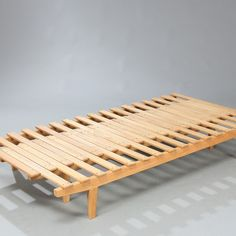 Daybed with extension of ashwood and oak. Made by cabinetmaker Søren Horn. H. 26 cm. L. 190 cm. W. 75./133. cm.