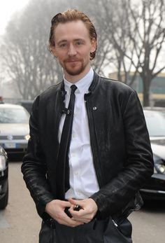 Woooo, Tom in leather.  I need a moment.<~ Tom in leather with that gorgeous hair and beard....I'm going to need more than a moment to recover from this one!