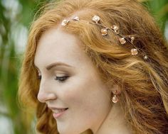 Add a soft woodland flourish to your wedding day look with our Laurel Gold Headpiece, hand pressed golden leaves lend a rustic look to your wedding day hair. Wedding Hair Plaits, Wedding Hair Side, Wedding Hairstyles, Pearl Headpiece, Pearl Hair, Straight Updo, Rustic Wedding Jewelry, Rustic Wedding Inspiration, Hair Vine