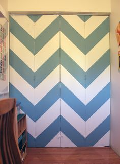 Chevron striped bi-fold office door makeover from FlutterFlutter. I have awful g… Chevron striped bi-fold office door makeover from FlutterFlutter. I have awful gold-trimmed, mirrored closet doors. Maybe I can change them to bifold and paint! Closet Doors Painted, Mirror Closet Doors, Painted Doors, Door Design, House Design, Design Design, Closet Door Makeover, Black Interior Doors, Closet Bedroom