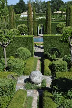 Topiary~ Spectacular~ Les Confines Frankrijk by Dominique Lafourcade Formal Garden Design, Garden Landscape Design, Garden Landscaping, Big Garden, Dream Garden, Easy Garden, Formal Gardens, Outdoor Gardens, Modern Gardens
