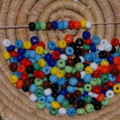 Lot 275 perles de rocaille cal.5/4,5mm - opaque - 11 couleurs - 25 gr