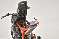 "Honda Transalp 600 ""Cobra"" by Emporio Elaborazioni Meccaniche Honda, Car Trunk, Bike Seat, Steel Mesh, Bike Parts, Cycling Bikes, Carbon Fiber, Mountain Biking, Bobbers"