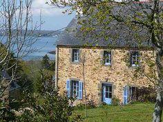 Une petite maison en pierre en bord de mer en Bretagne. France, near the ocean....sounds perfect.